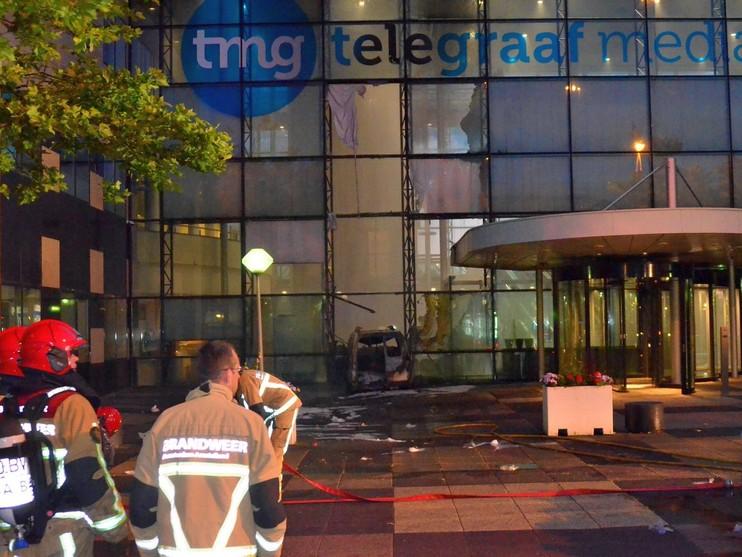 Aanslag met bestelauto op TMG Amsterdam [video's]