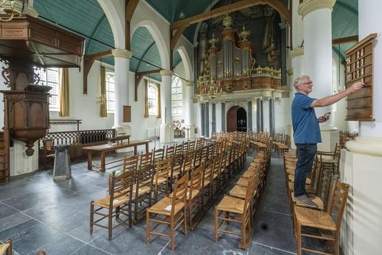 Koster Henk van der Velden maakt het mensen naar de zin