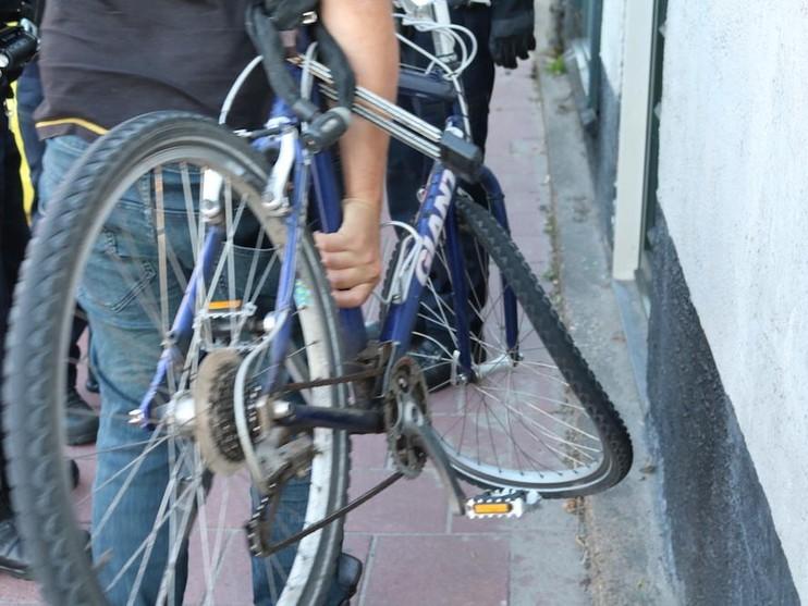 Beschonken mountainbiker rijdt in op fietsongeval en slaat over de kop
