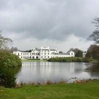 Paleis Soestdijk gezien vanuit de paleistuin.