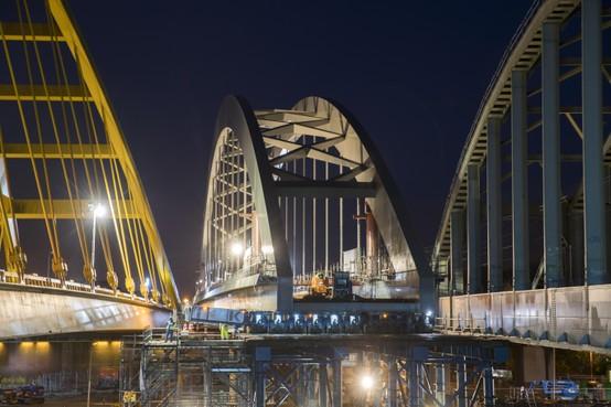 Bruggen Amsterdam-Rijnkanaal niet hoger voor containervaart
