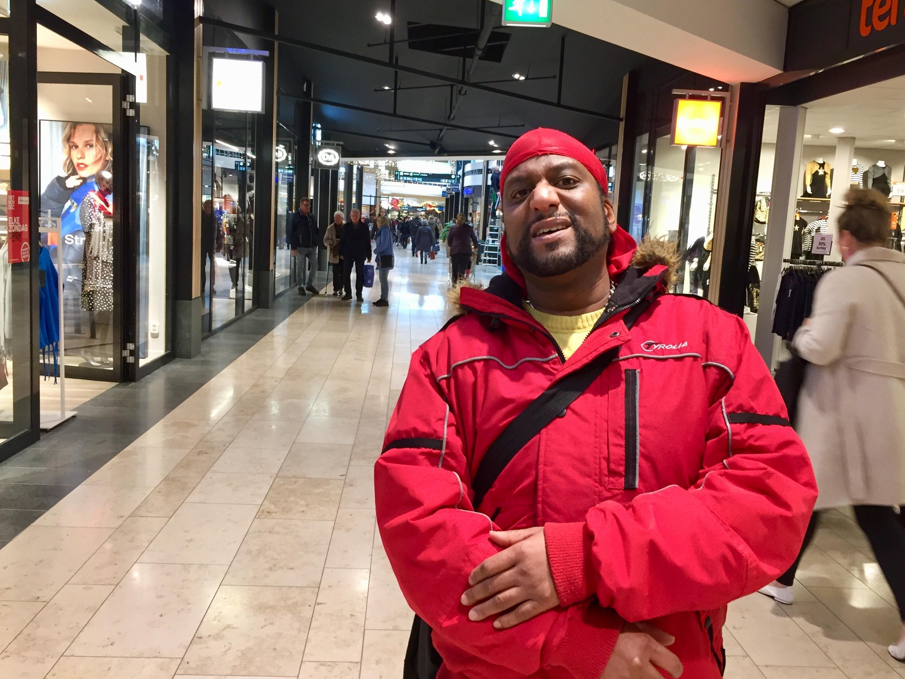 Orlando Alken (42) is al een kleine twintig jaar 'van de straat af'. Dankzij het dagactiviteitencentrum Maatwerk in Heerhugowaard. - Noordhollands Dagblad