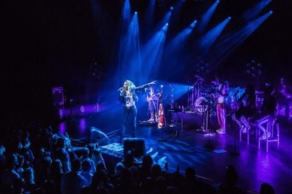 Recensie: Glennis Grace is zangeres, maar vooral 'personality' [video]