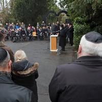 Herdenking op de Joodse Begraafplaats in Hilversum.