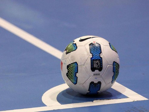 Zaalvoetballers FC Weesp in spektakelstuk ten onder