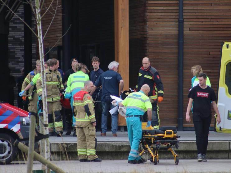 Brandweerman onwel na duikoefening in zwembad Den Helder
