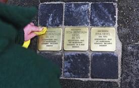 Stenen voor de familie Grünebaum-Siegel.