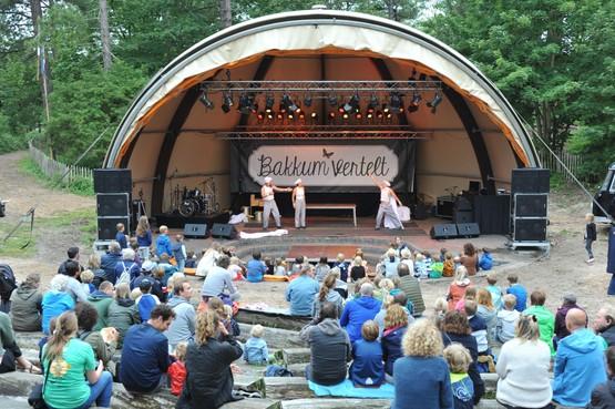 Acrobatenact op Bakkum Vertelt: 'Voor een camping vind ik het echt uitzonderlijk dat ze dit allemaal organiseren'