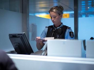 Strengere paspoortcontrole Schiphol leidt tot wachtrijen