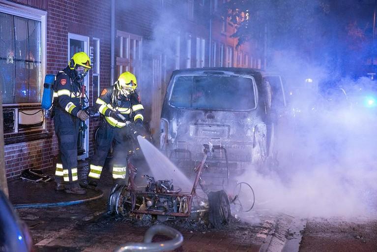 Twee voertuigen verwoest door brand in Haarlem