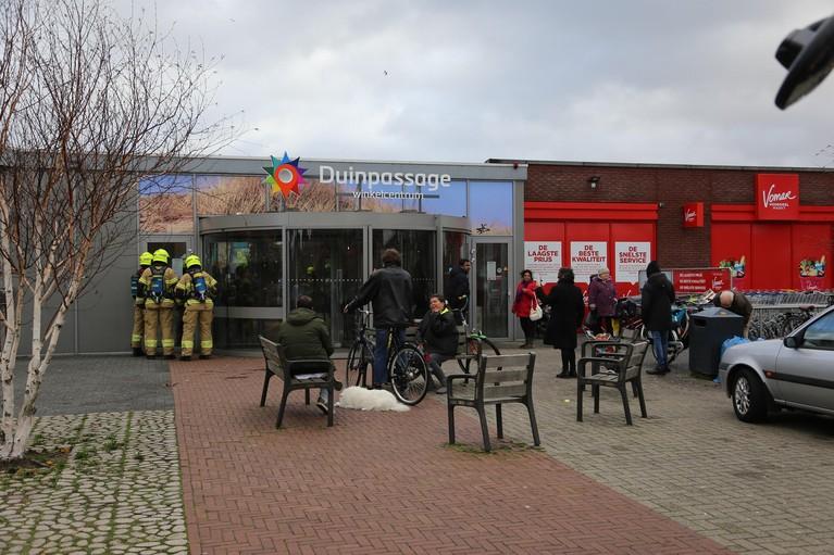 Vomar Den Helder ontruimd door brand