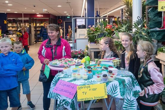 Cupcakes verkopen voor kinderafdeling Dijklander Ziekenhuis in Hoorn