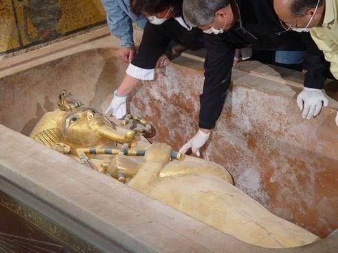 Rijksmuseum van Oudheden schiet collega's Caïro te hulp