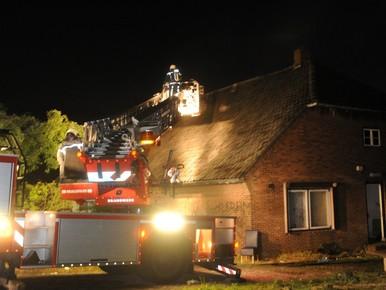 Leegstaande boerderij in Katwijk in brand