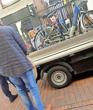 Politie-inzet na protest tegen weghalen van fiets op Groest