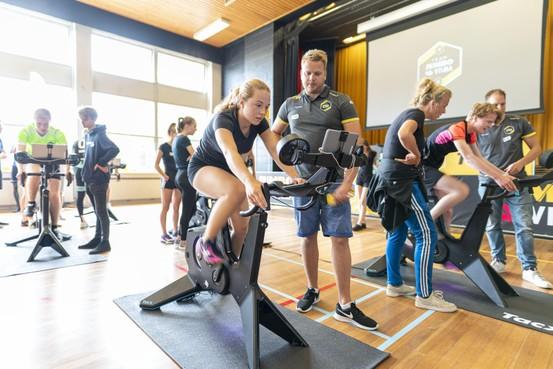 Clinic Jumbo-Visma bij Visser 't Hooft: 'Wielrennen past bij deze tijd'
