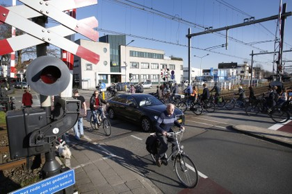 Verkeer centrum Hilversum in, verkeer centrum uit of helemaal dicht voor auto's: besluit over Kleine Spoorbomen in december