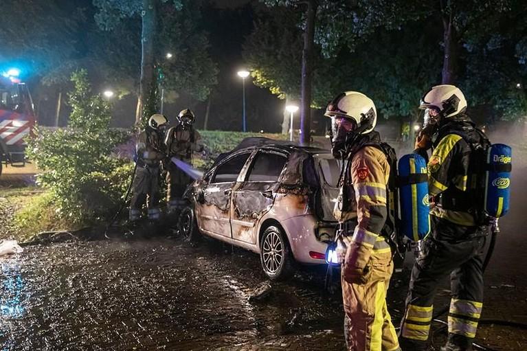 Auto in vlammen op in Soest, tweede autobrand voor eigenaar in jaar tijd