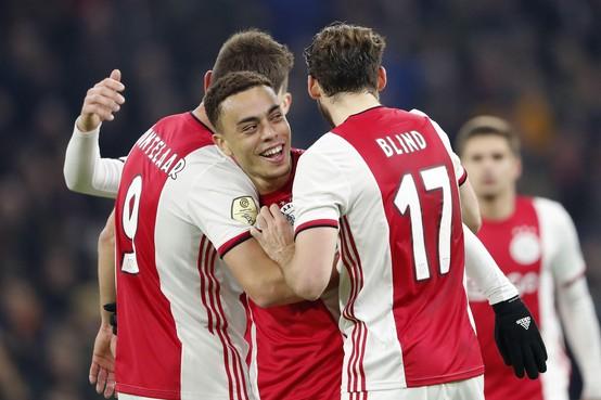 Promes en Ziyech helpen Ajax langs Heracles