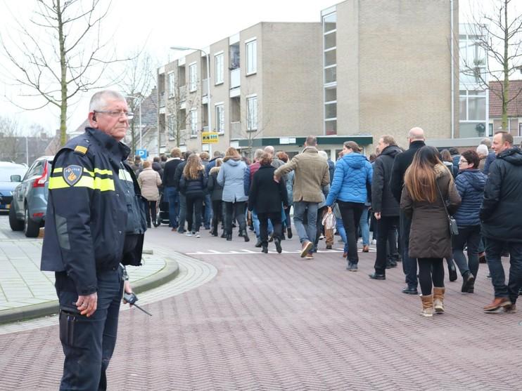 Honderden mensen betuigen laatste eer aan overleden Rody Wormgoor