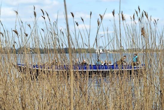 Fluisterstil en milieubewust varen over de Nieuwkoopse plas