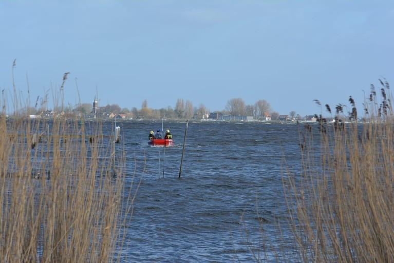 Zoekactie op water bij Roelofarendsveen na vondst achtergelaten fiets [update]