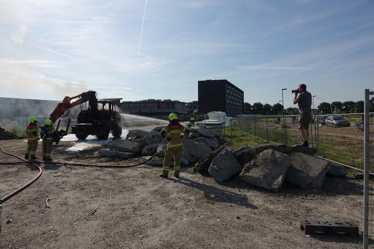 Graafmachine brandt uit in Heerhugowaard [video]