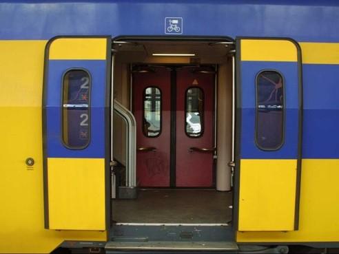 Geen treinen tussen Sloterdijk en Haarlem door beschadigd spoorviaduct [update]