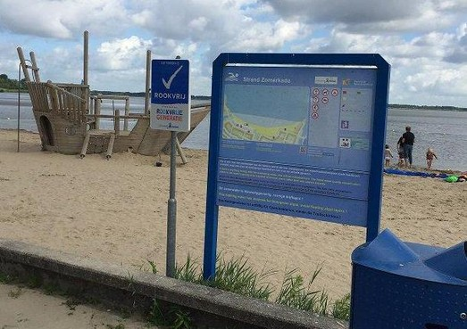 Het Huizer strand is voortaan 'rookvrij'