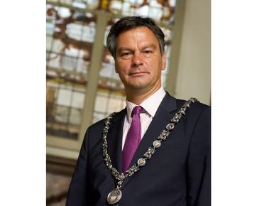 Brutale diefstal ambtsketen burgemeester Schneiders Haarlem