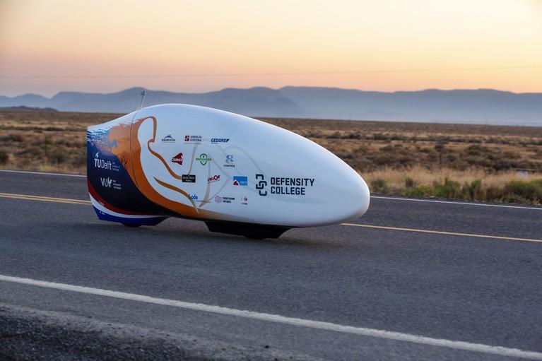 Studenten verbreken wereldsnelheidsrecord fietsen [video]