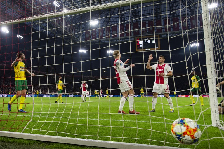 Ajax viert afterparty tegen Fortuna Sittard [video]