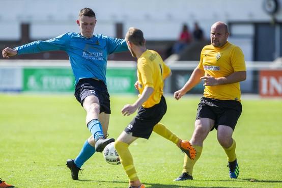 Selectie Den Helder maakt gehakt van Engelse amateurs Harborough Town FC, die hopen dat ze 'niet de grond in worden geschreven'
