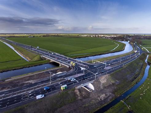 De vurig gewenste derde ontsluitingsweg voor Edam en Volendam komt een stapje dichterbij; in 2022 moet -ie er liggen