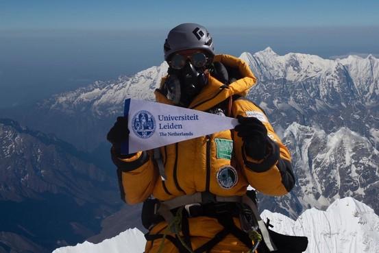 Leidse promovenda Mona Shahab zag mensen sterven op de Mount Everest en keert met een koffer vol ervaring terug