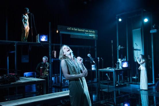 Hageveld-leerlingen vinden theater over koningszoon 'ingewikkeld, maar boeiend'