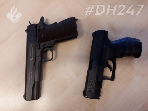 Nepvuurwapen gevonden bij inval Kennewegsteeg