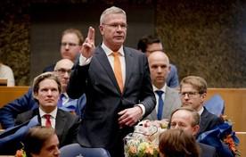 Elbert Dijkgraaf (SGP) legt donderdagmiddag de eed af tijdens de installatie van de nieuwe Kamerleden.