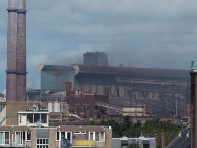 Grote brand bij Tata Steel in Velsen-Noord
