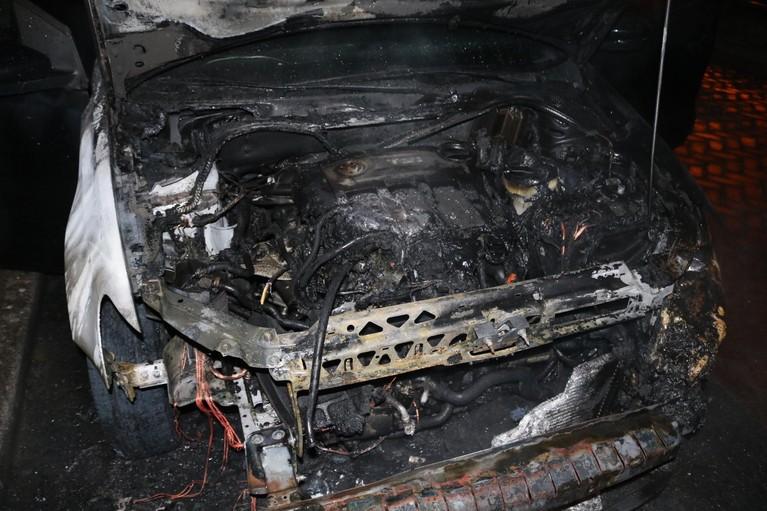 Auto uitgebrand aan Leeghwater in Hillegom; politie vermoedt brandstichting
