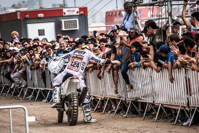 Vorige keer had hij een ontvelde kont en dagenlang de schijterij. Het houdt Martien Jimmink uit Kolhorn niet tegen: hij gaat weer naar de Dakar Rally
