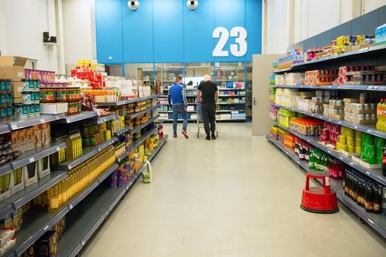 Supermarkt in de Justitieel Complex Zaanstad: winkeldief doet de boodschappen in de bajes