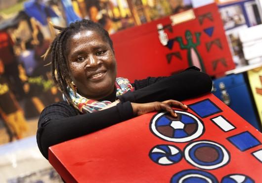 Zimbabwaanse museumdirectrice opent expositie over recyclekunst in Haarlem