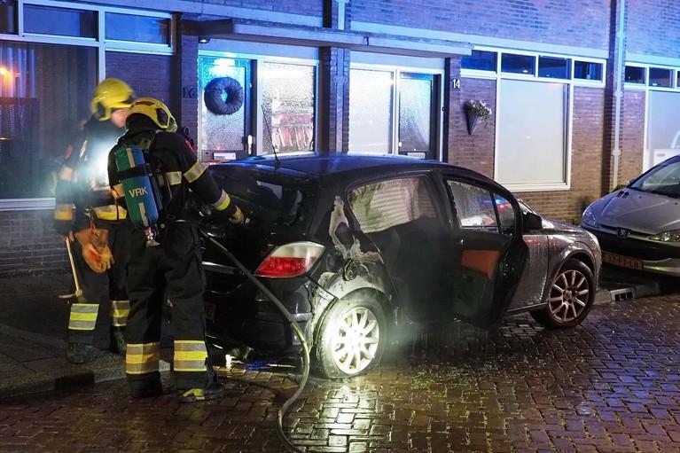 Nachtelijke autobrand in IJmuiden