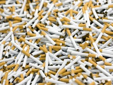 KLM gooit sigaretten het vliegtuig uit