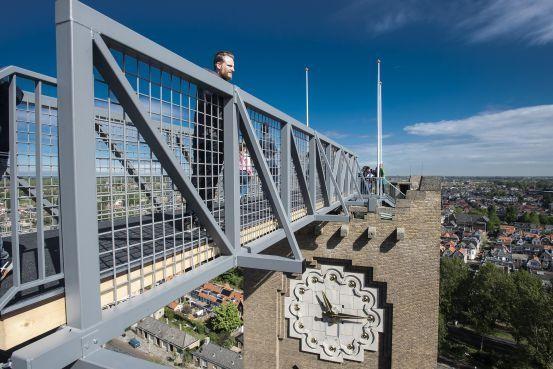 Hoog boven op de Kathedrale Basiliek Sint Bavo in Haarlem: in 22 stappen van toren naar toren [video]