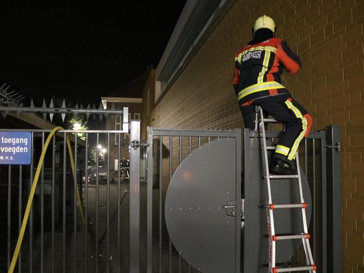 Felle containerbrand pal naast school Noordwijkerhout