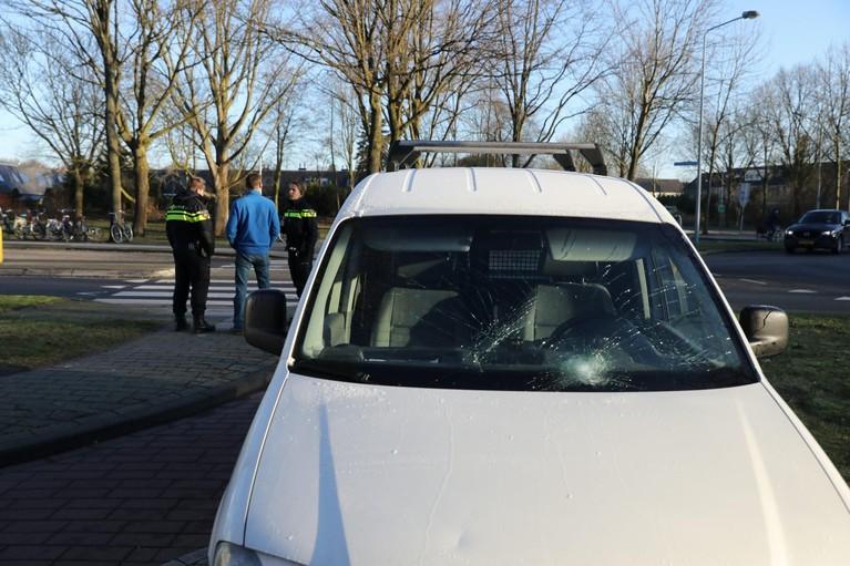 Voetganger geschept op zebrapad in Huizen