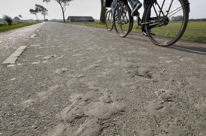 Boeren moeten modderwegen beter schoonmaken