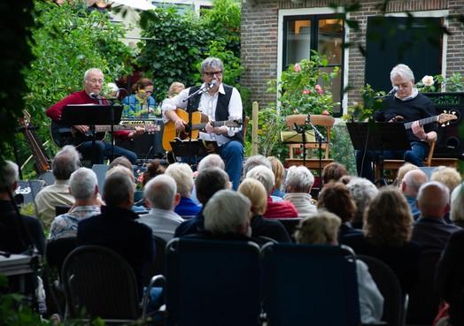 Op je eigen klapstoel genieten van Specs in Monnickendam